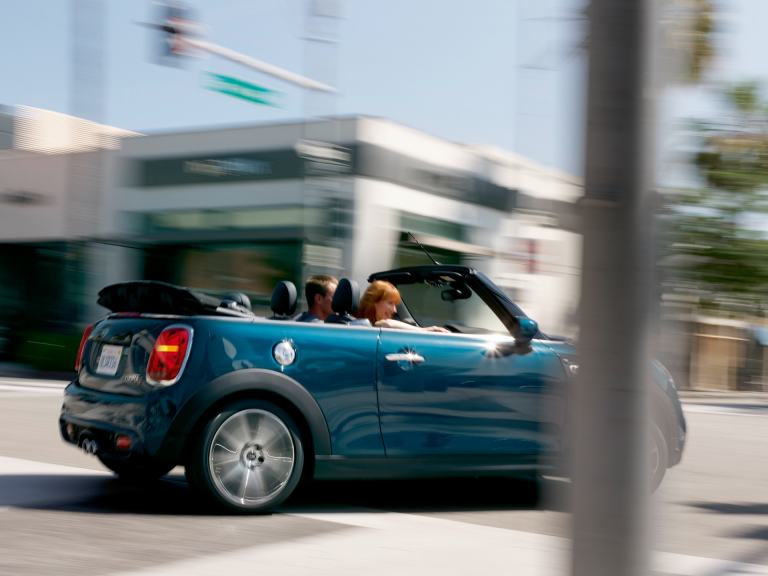 MINI Convertible Sidewalk Edition – blue and black –top down