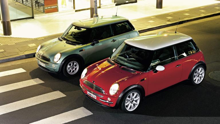MINI One (R50) and MINI Cooper (R50) on the road – 2001-2003.