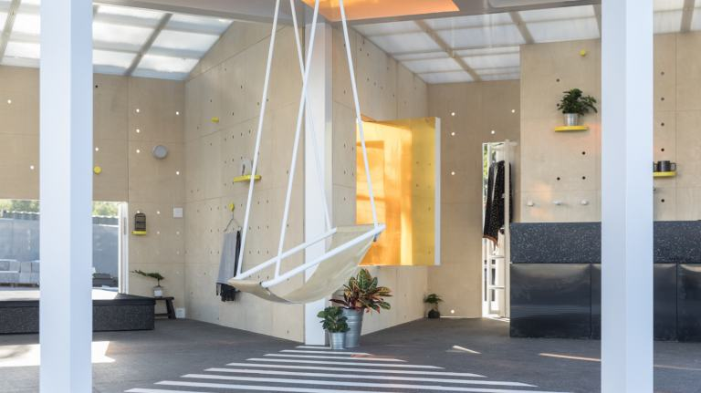 Swing suspended in middle of MINI LIVING Urban Cabin