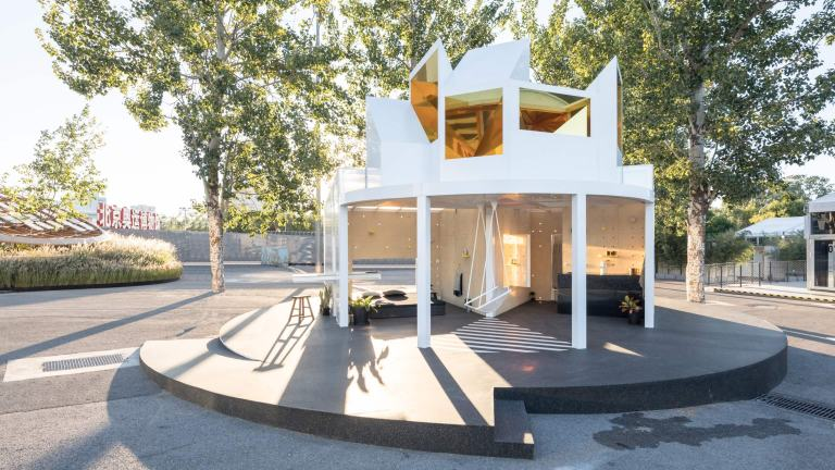 Full view of MINI LIVING Urban Cabin installation in Beijing and its environment.