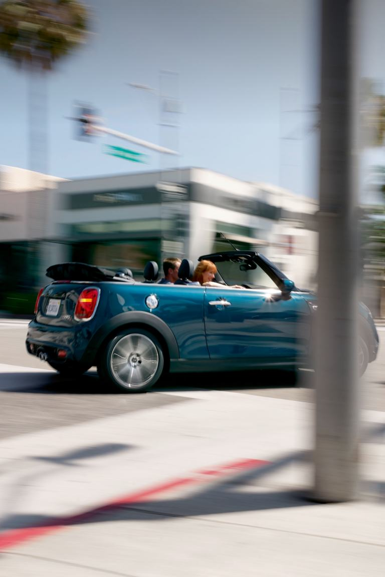 MINI Convertible Sidewalk Edition – blue and black – side view